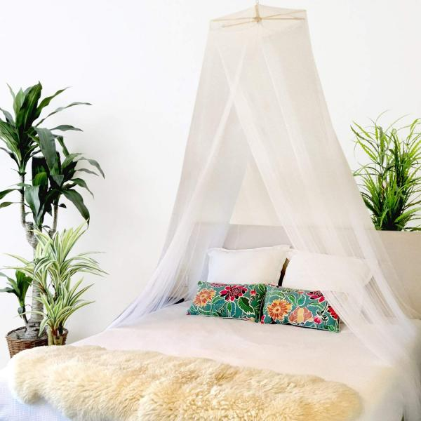 bed canopy with command hooks